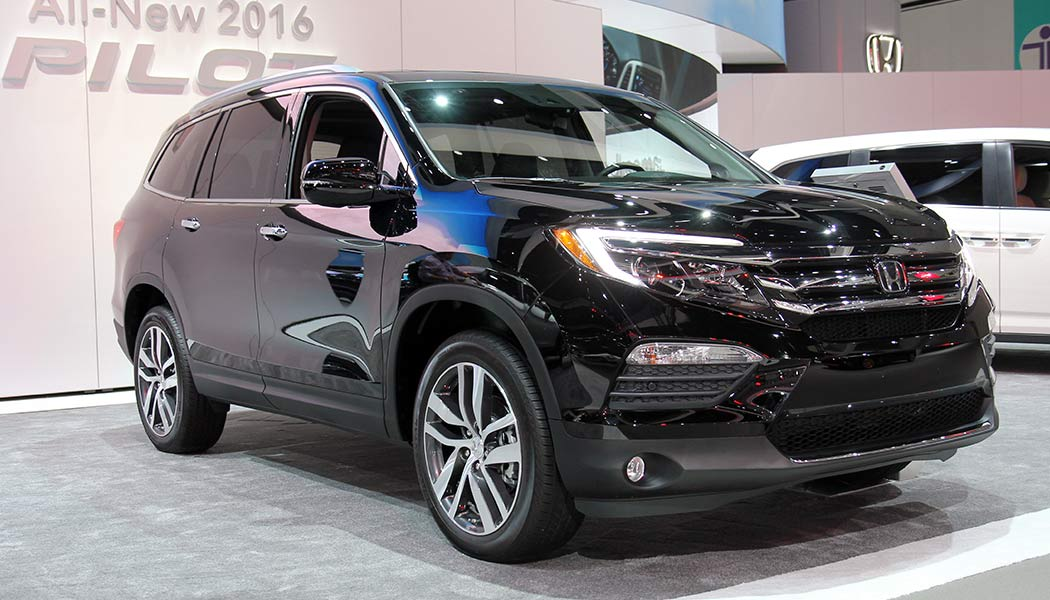 honda pilot sheds boxy look named 2016 suv of the year. Black Bedroom Furniture Sets. Home Design Ideas
