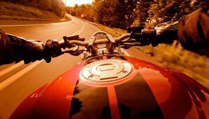 motorcycle speed vs comfort