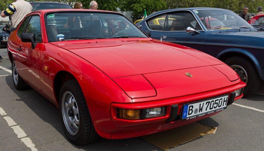 A red Porsche 924