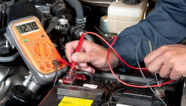 A DVOM measure an automotive electrical current
