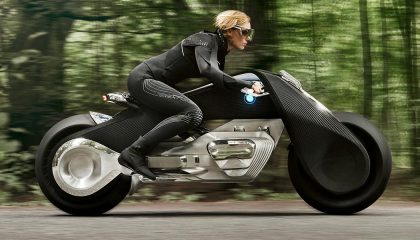 BMW Motorrad VISION NEXT 100 has recognizable features.