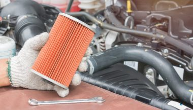 A mechanic shows how to change fuel filter