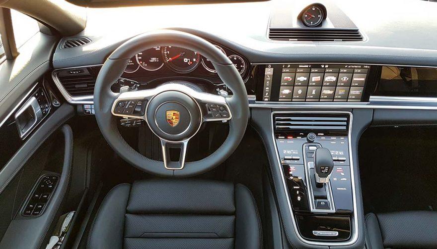 The interior of the 2018 Porsche Panamera