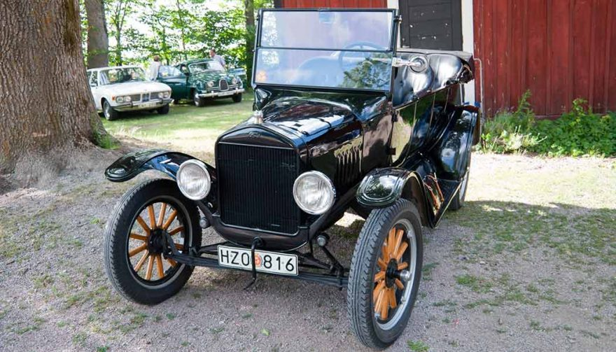 Good project cars for beginners include the Ford Model T